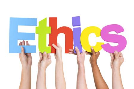 Manos sosteniendo diversas Ética Palabra