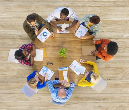 会議の多民族のビジネス人々 のグループ