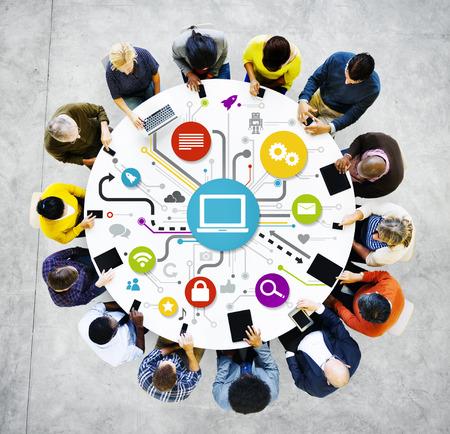Groep van multi-etnische Social Networking Stockfoto