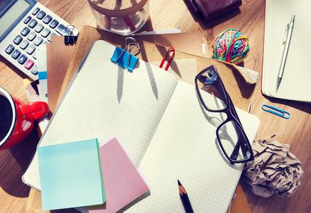 ノートブックとコピー スペースとオフィスのテーブル 写真素材