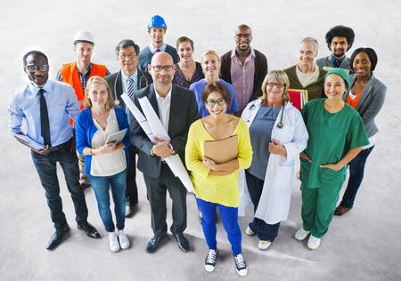 仕事: 別の仕事を持つ多様な多民族人々