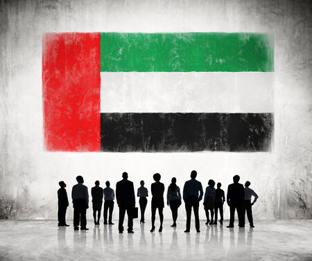 Silhouettes of Business People Looking at the Flag of UAE 版權商用圖片