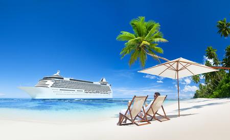 schepen: Romantiek paar op de zee. Stockfoto