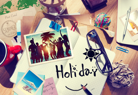 persona viajando: Escritorio con fotograf�as de Verano y Notebook