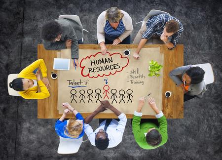 인적 자원 개념에 대해 토론하는 사람들의 그룹