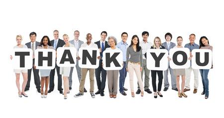 working woman: Multietnico gruppo di diversi Gente Holding lettere che formano Grazie