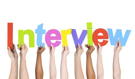 entrevista de trabajo: Manos sosteniendo diversas Entrevista Palabra Foto de archivo