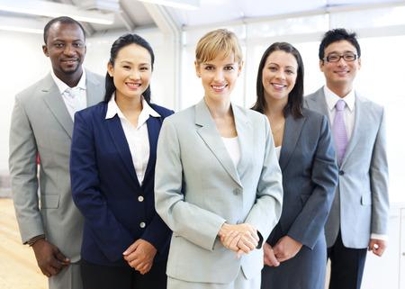 personas: Grupo de gente de negocios