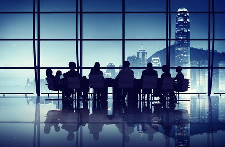香港香港オフィスで会議を有する事業チーム 写真素材