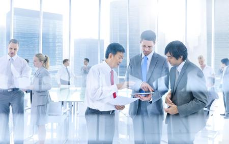 liderazgo empresarial: Grupo de hombres de negocios Reunión