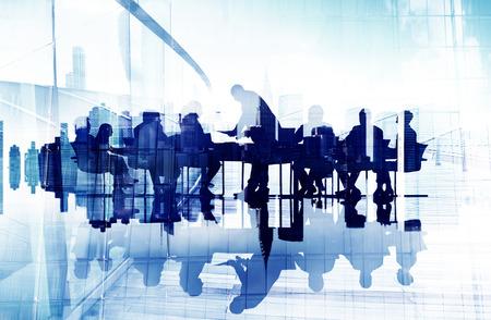 reunion de trabajo: Resumen de im�genes de siluetas de hombres de negocios en una reuni�n