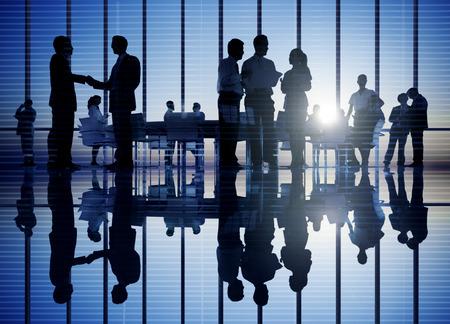 Groupe de rencontrer des gens d'affaires Banque d'images - 31289921