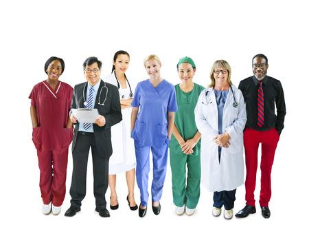 다양한 다민족의 쾌활한 의료 팀