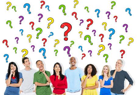 Gruppe von Menschen Fragen stellen Standard-Bild