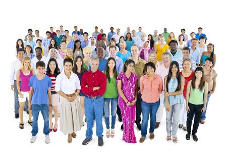 Grand groupe de personnes multi-ethniques