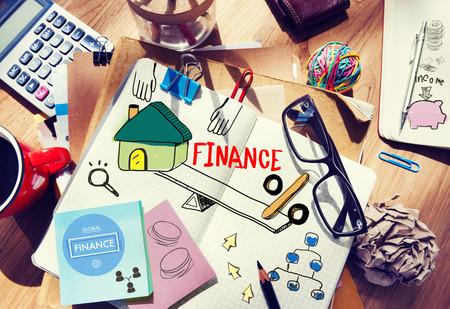 datos personales: Escritorio de oficina con las herramientas y notas sobre Finanzas Foto de archivo