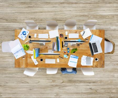 messy office: Ufficio Disordinato con Senza persone