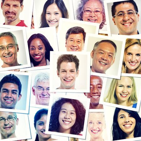 caricaturas de personas: Foto de cabeza Foto de Grupo multiétnico de personas sonrientes Foto de archivo