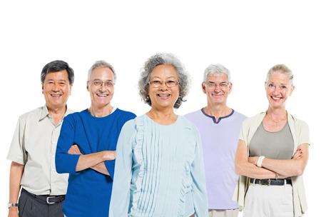 persona de pie: Grupo de alto nivel multimisi�n �tnico de las personas Foto de archivo