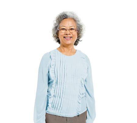 Vrolijke Oude Toevallige Aziatische Vrouw