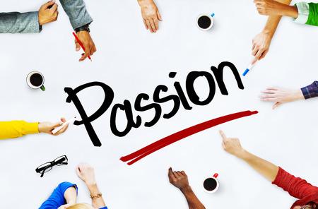 paix�o: Pessoas multi�tnicas discutir sobre Passion