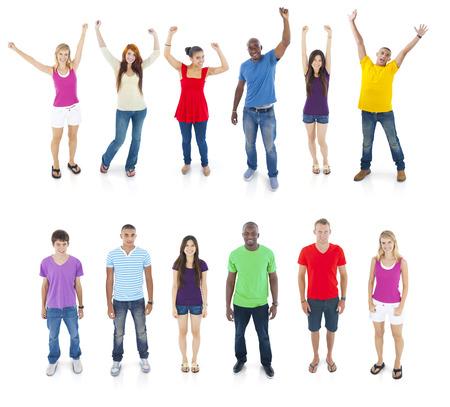 personas saludandose: Grupo de personas de pie