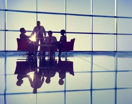 reunion de personas: Silueta de grupo de hombres de negocios Reuni�n