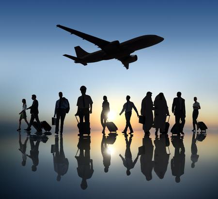 Grupo de hombres de negocios que viaja