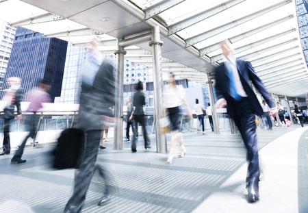 Geschäftsleute in der Bewegung. Standard-Bild - 31309412