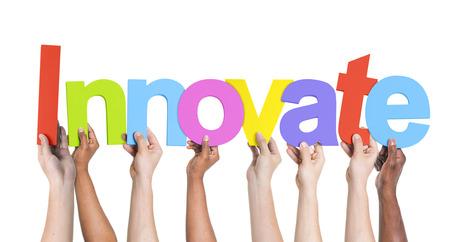 innoveren: Diverse Mensen houden het woord Innovate