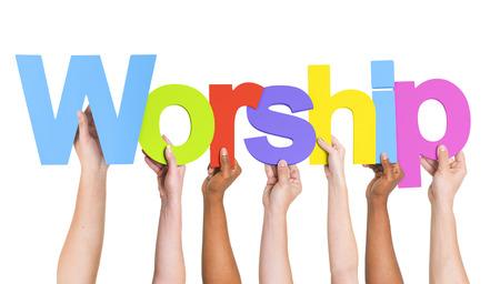 Diverse handen met het woord Worship