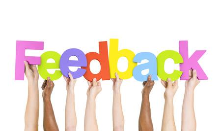 Multi Etnische Mensen houden het woord feedback