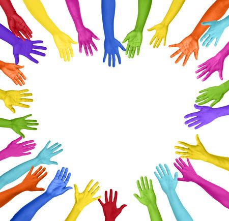 derechos humanos: Manos de colores que forman la forma del corazón