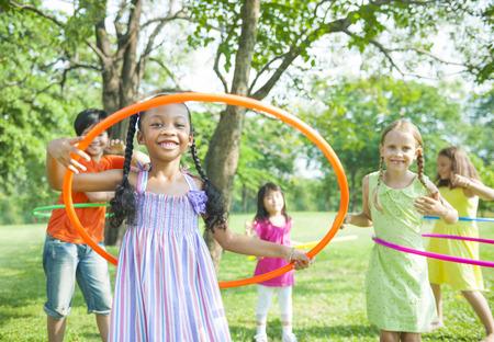 遊んでいる子供たち。