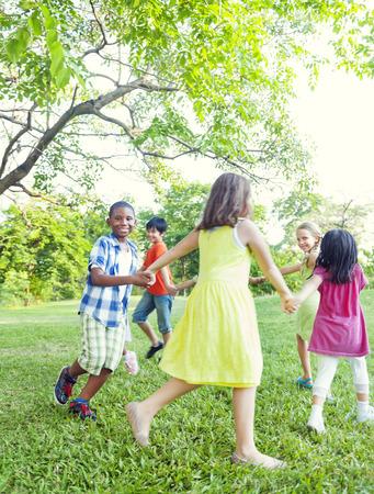 persone che ballano: Daning nel parco
