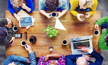 Personas diversas que utilicen técnicas y Hablar Foto de archivo - 31311566