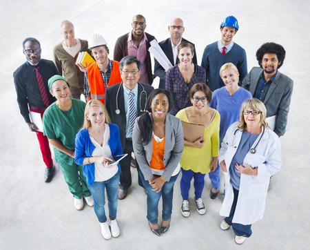 Groep diverse multi-etnische mensen met verschillende banen Stockfoto