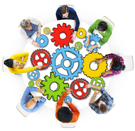 Groep mensen met versnellingssymbool in foto en afbeelding Stockfoto