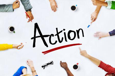 plan de accion: Multi�tnico grupo de personas y Action Concept