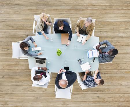 zusammenarbeit: Gruppe Gesch�ftsleute in einer Sitzung