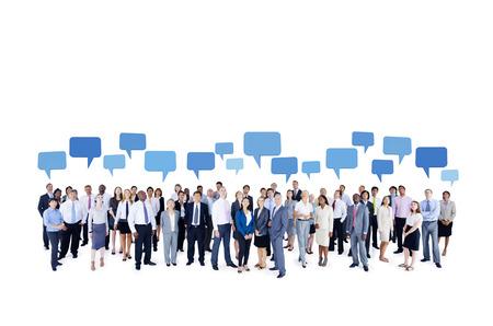 personas mirando: Grupo grande de hombres de negocios