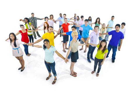 Red de muy diverso grupo de jóvenes de todo el mundo. Foto de archivo - 31315929