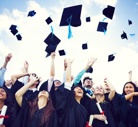 casquette: Caps Graduation projet�s en l'air Banque d'images