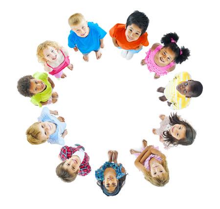周りに立って子供のグループ 写真素材