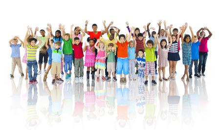 ni�os felices: Grupo de ni�os que celebran