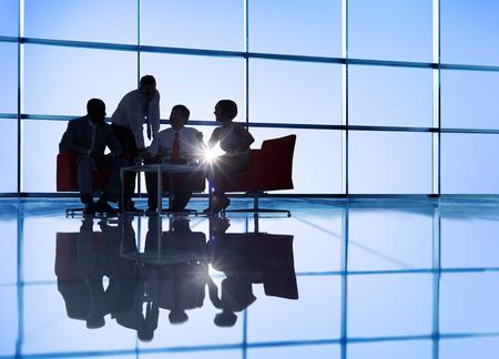 Grupp av affärsmän möte Stockfoto