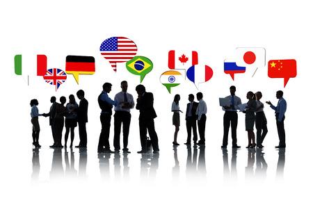 relaciones humanas: Grupo de hombres de negocios conversaban y discutían Relaciones Internacionales
