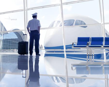 pilotos aviadores: Piloto de espera en el aeropuerto