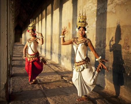 bolantes: Aspara Dancer en Angkor Wat. Tonos sepia. Foto de archivo