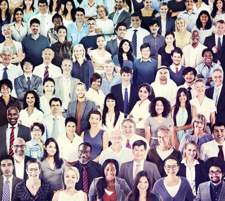 Grupo multiétnico de personas sonrientes Foto de archivo - 34401154